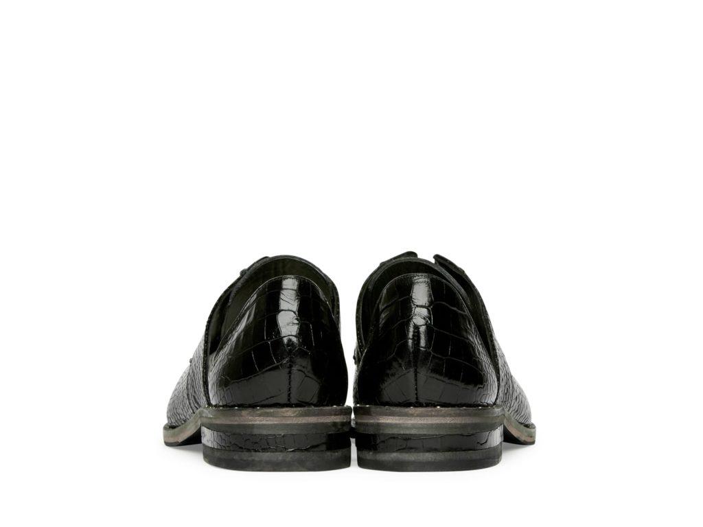 wear_black_croc_back-min