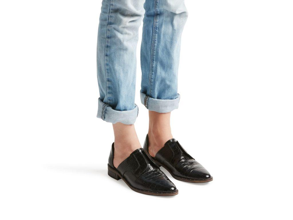 wear_black_model-min
