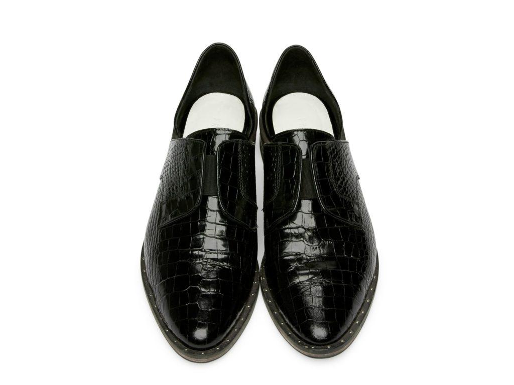 wear_black_top-min