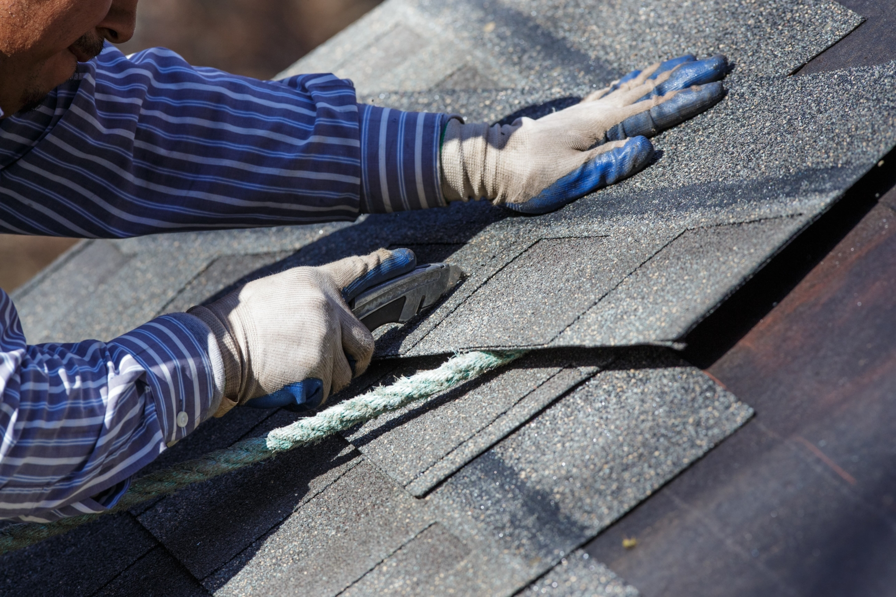 Count on a Qualified Roof Shingle Repair Contractor