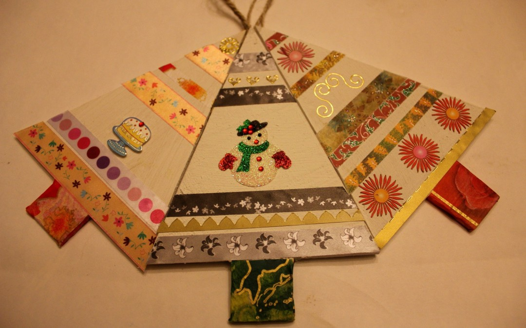 Greetings cards, present tags & decorations from repurposed wood. Cartes de voeux, bois de récup.