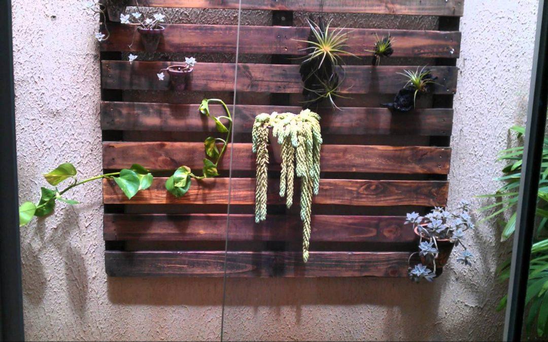 PALETE RECICLADO/JARDIM VERTICAL (recycled pallet/ vertical garden)