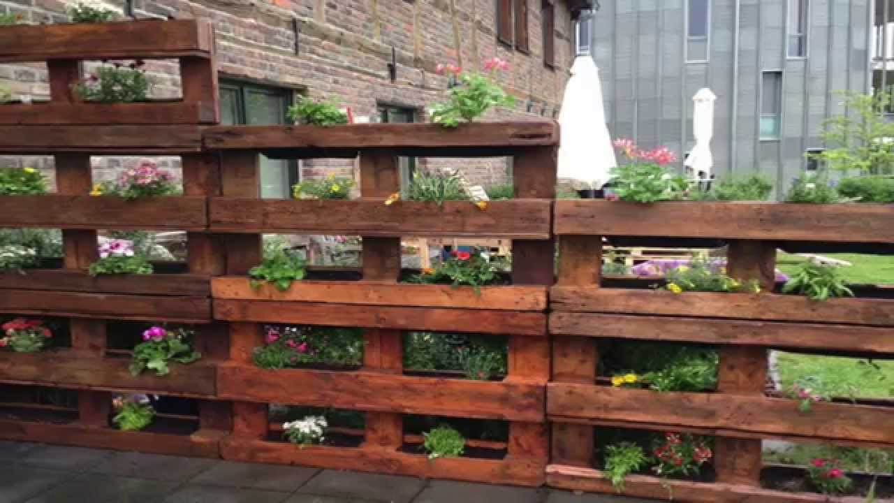 12 great pallet vertical gardens freecycle usa for How to make a recycled pallet vertical garden