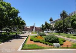 Buenos Aires főtere, háttérben a Casa Rosada (az Elnöki Palota)