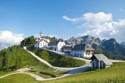 a Lussari-hegyen épült zarándoktemplom és falucska