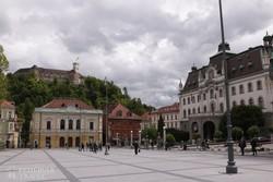 Ljubljana – pillantás a várra a Kongresszusi térről