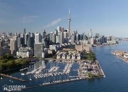 Toronto – a belváros felhőkarcolói a CN-toronnyal