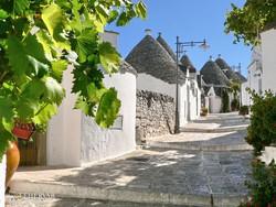 verőfényes napsütés Alberobellóban