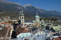 Innsbruck belvárosa a városháza tornyából, előtérben a Szt. Jakab-dóm