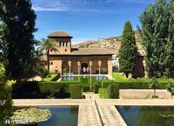 """az Alhambra egyik palotája a """"Hölgyek tornyával"""""""