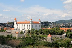 a négytornyú vár - Pozsony városának jelképe