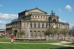 az Állami Operaház épülete Drezdában
