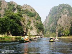 csónaktúra a Száraz Halong-öbölben