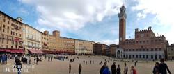Siena – a világhírű gótikus városháza égbeszökő tornyával