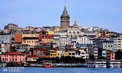 Isztambul egyik negyedének látképe, háttérben a Galata-torony