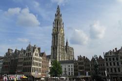 Antwerpen főtere (Grote Markt) a katedrálissal