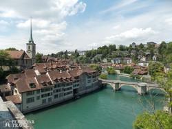 Bern óvárosa az Aare folyó hajtűkanyarjában