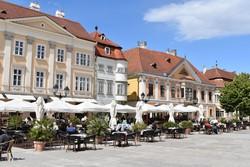 Győr – a Széchenyi tér gyönyörű barokk palotái