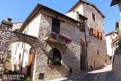 Spelloszinte érintetlenül megmaradt középkori óvárosa – részlet