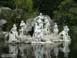 Caserta – szobrok a kastélyparkban