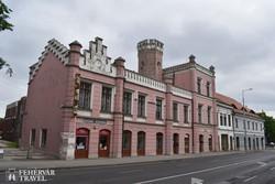 egy furcsa épületegyüttes Szekszárd központjában – az Augusz-ház