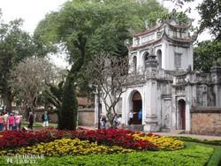 az Irodalom Templomának bejárata Hanoiban