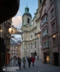 Innsbruck hangulatos belvárosa adventi díszben