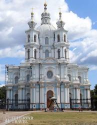 a Szmolnij-komplexum egyik épülete Szentpéterváron