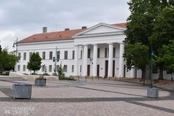 a régi Megyeháza klasszicista épülete Szekszárdon