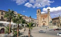Trujillo főtere és katedrálisa