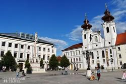 az egykori jezsuita templom és a Mária-oszlop Győr főterén