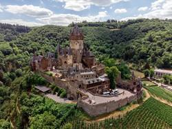 Cochem impozáns várkastélya a Mosel völgye felett