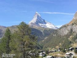 a közel 4500 méter magas Matterhorn Zermattból
