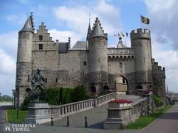 Antwerpen, a Schelde-parti város egy impozáns erődítménye