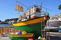 halászhajó a festői Câmara de Lobos kikötőjében