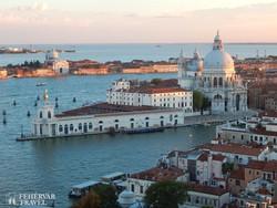 a vámház és a Santa Maria della Salute-bazilika a Canal Grande bejáratánál
