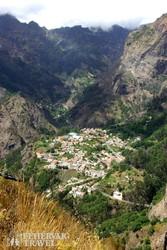 Apáca-völgy – mélyen alattunk Curral das Freiras falu