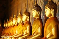 arany Buddha-szobrok a Fekvő Buddha Templomban, Bangkokban