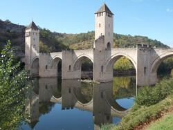 a középkori Valentré-híd Cahors-ban