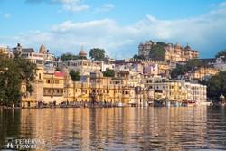 Udaipur látképe a városi palota együttessel