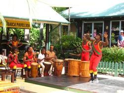 jamaicai zenészek és táncosok a Mystic-hegyen