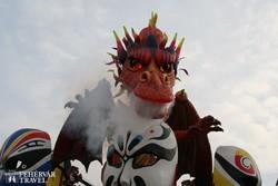 sárkány a viareggiói karneváli forgatagban