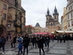 Prága: adventi vásár az Óváros téren