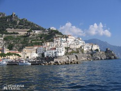 pillantás Amalfira a tenger felől
