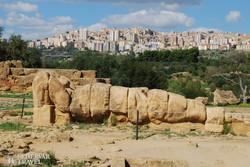 pillantás Agrigentóra a Templomok völgyéből