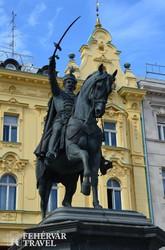 Jelasics horvát bán szobra a zágrábi Jelasics téren