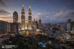 Kuala Lumpur esti fényei a Petronas tornyokkal