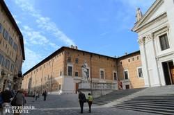 Urbino – a Palazzo Ducale a város felől