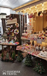 karácsonyi ajándéktárgyak az adventi vásárban