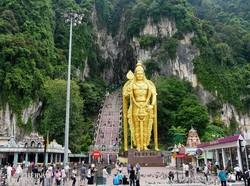 Lord Muruga monumentális szobra a Batu-barlangoknál